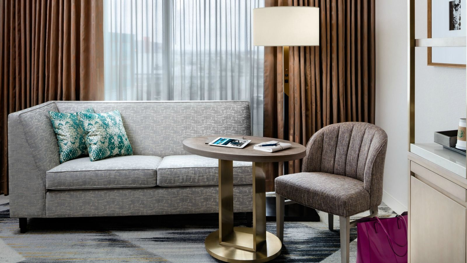Sophisticated Sitting Area | Sheraton Portland Airport Hotel